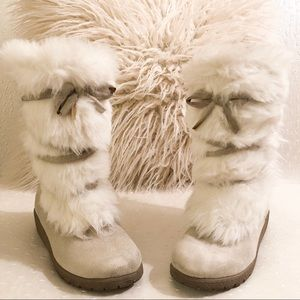 Old Navy fur boots